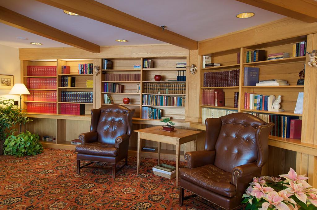 1200-lodge_interior_library