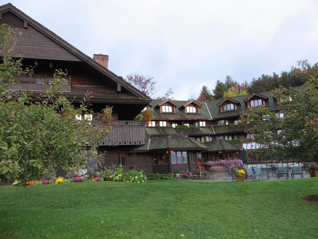 1200-Lodge_Fall_Autumn10